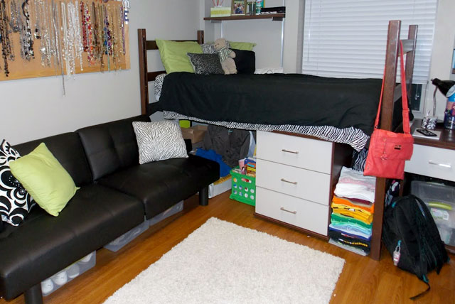 Dorm room ideas for creative college students for College student living room ideas