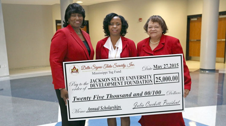 scholarship application and essay and delta sigma theta Dref awards scholarships and internships to student applicants the application cycle educational foundation by longtime delta sigma theta sorority.