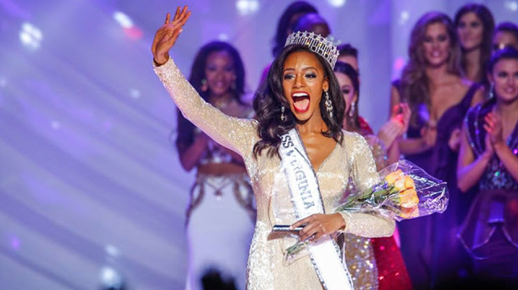 Desiree Williams accepts the Miss Virginia USA 2016 crown.
