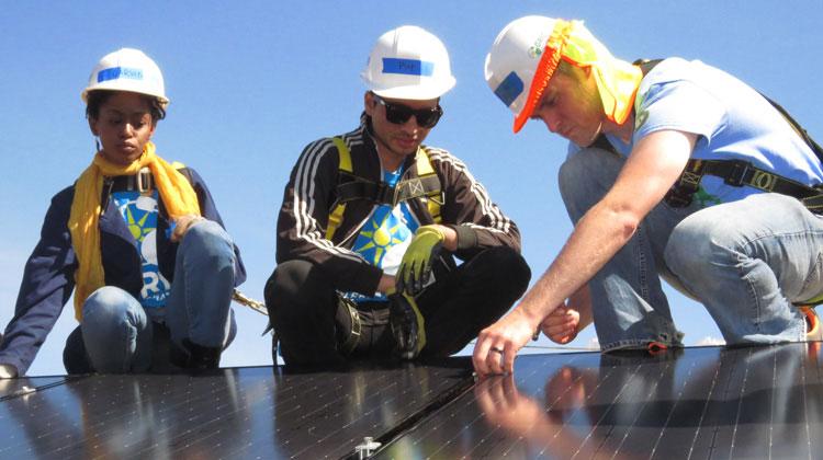 North Carolina Central Students Spend Spring Break Installing Solar Panel